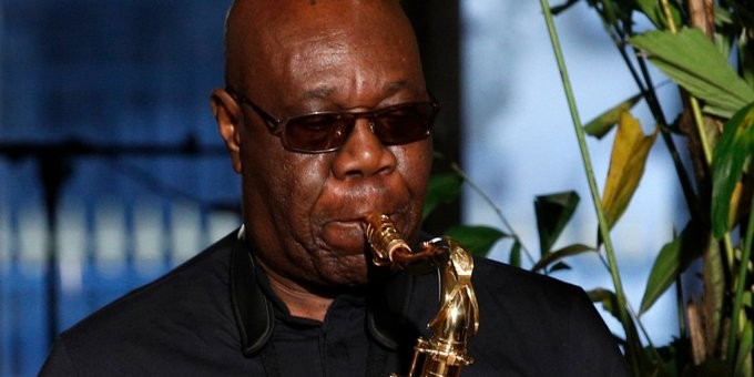 Πέθανε από κοροναϊό ο σαξοφωνίστας Μάνου Ντιμπάνγκο