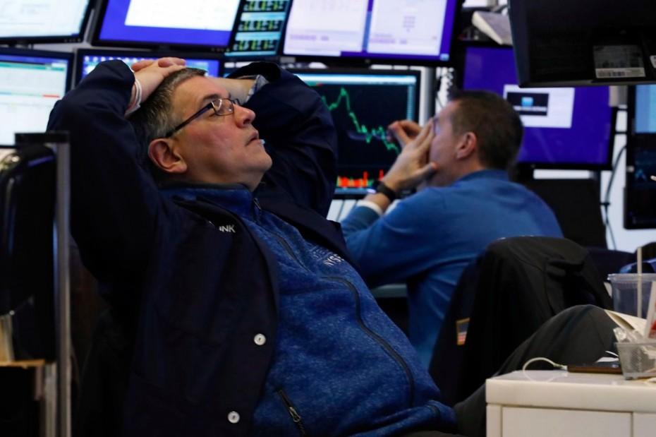 Προσπάθεια ανάκαμψης στη Wall Street μετά το χθεσινό ναυάγιο