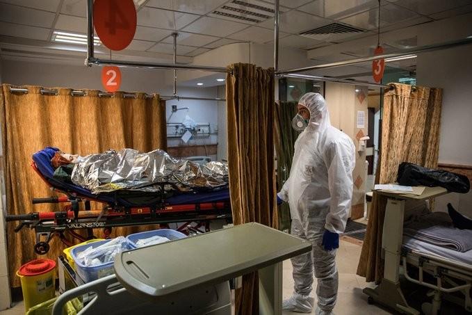 Κοροναϊός: Κοντά στις 300 οι νεκροί στο Ιράν - Μεγαλώνουν τα προβλήματα στην Ευρώπη