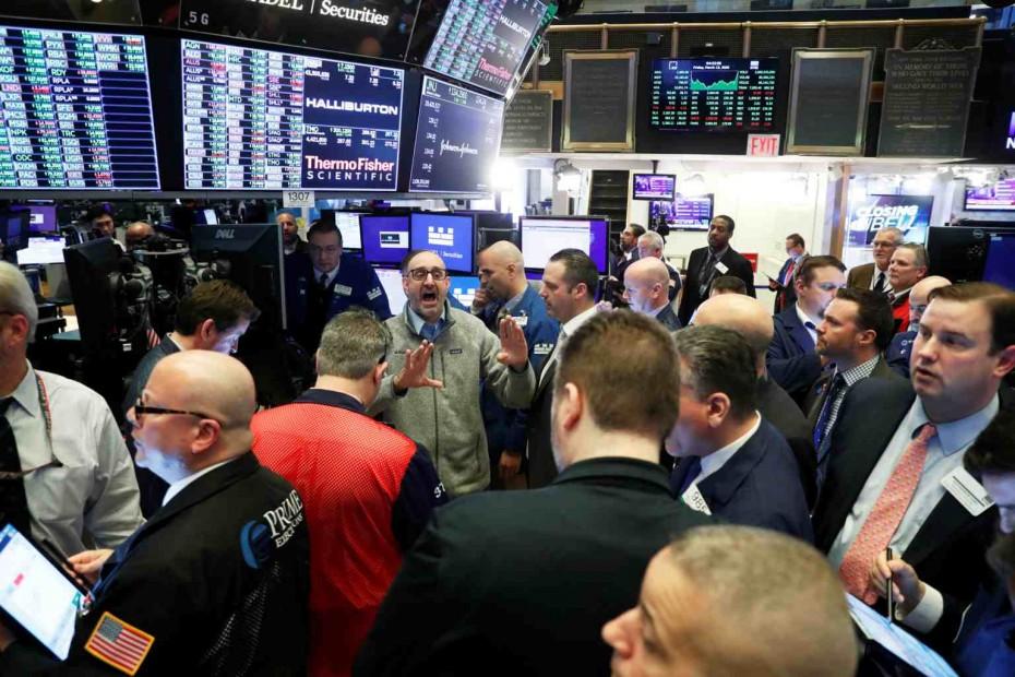 Εν μέσω αναταραχής η Wall Street την Παρασκευή