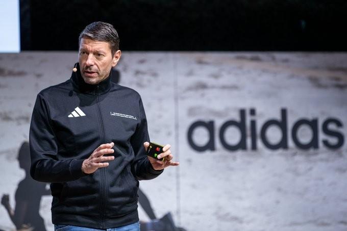 Η Adidas κλείνει καταστήματα σε ΗΠΑ και Ευρώπη λόγω κοροναϊού