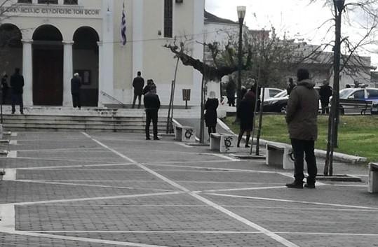 Πάτρα: Δεκάδες πρόστιμα έξω από εκκλησία στην Αγία Τριάδα