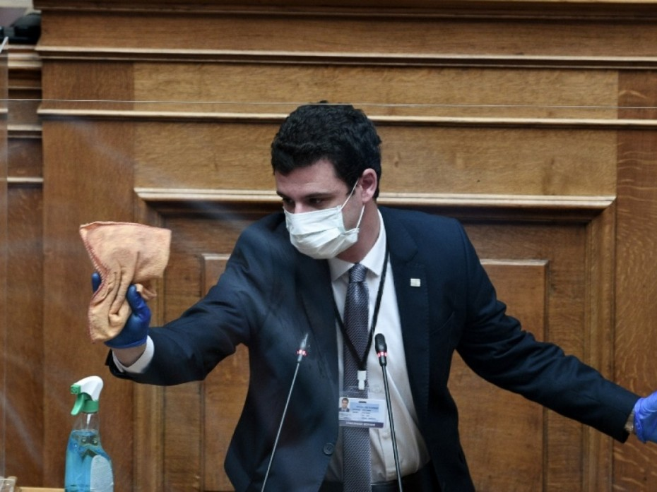 Την Παρασκευή στην Ολομέλεια της Βουλής οι 2 τελευταίες ΠΝΠ για τον κοροναϊό