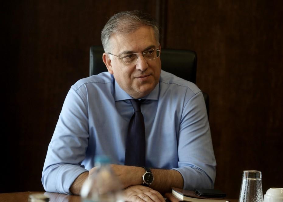 Θεοδωρικάκος: Άμεσα το νομοθετικό πλαίσιο για τα τραπεζοκαθίσματα
