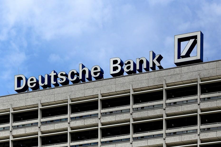 Deutsche Bank: Δώστε ένα μισθό σας