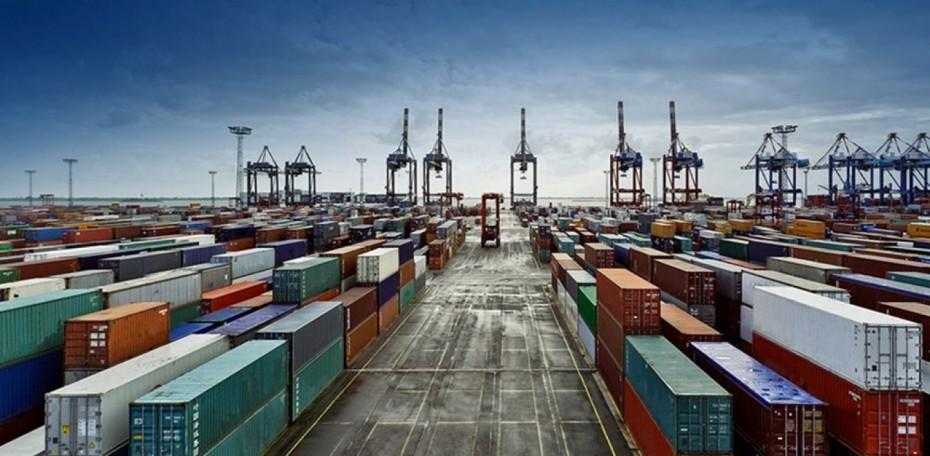 Σε «ελεύθερη πτώση» το παγκόσμιο εμπόριο