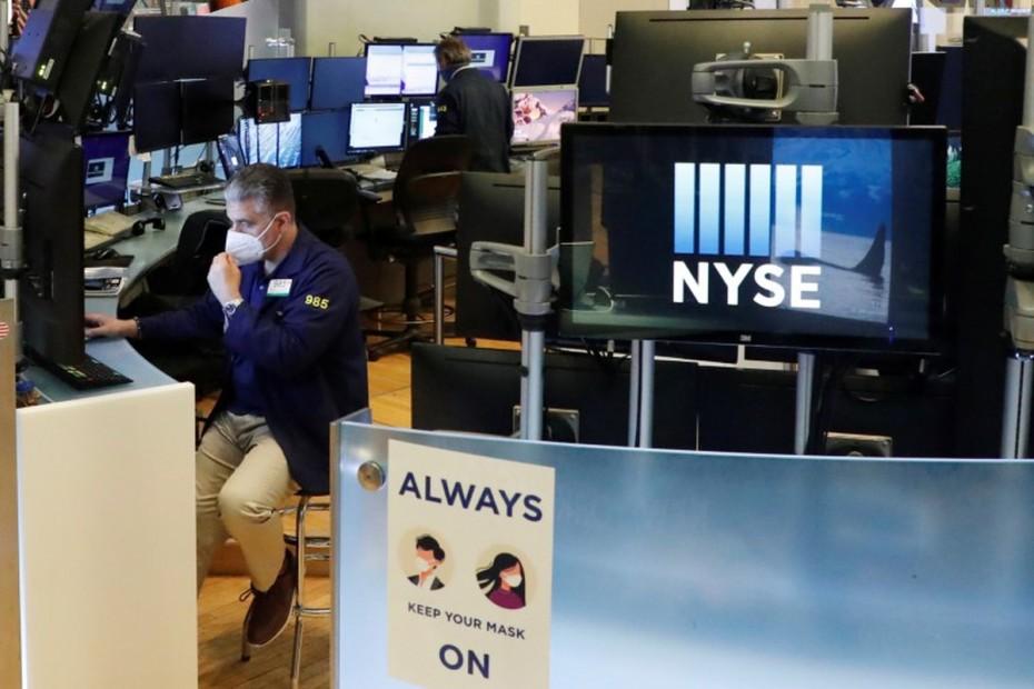 Μίνι ράλι στη Wall Street, μετά τα στοιχεία για την ανεργία στις ΗΠΑ