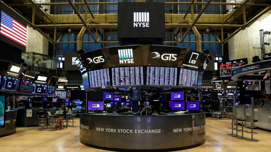 Σε κλοιό πιέσεων η Wall Street για την Πέμπτη