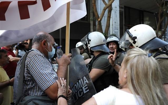 Καταγγελία της ΑΔΕΔΥ για «ΜΑΤ και βία» στη σημερινή συγκέντρωση για τα ΒΑΕ