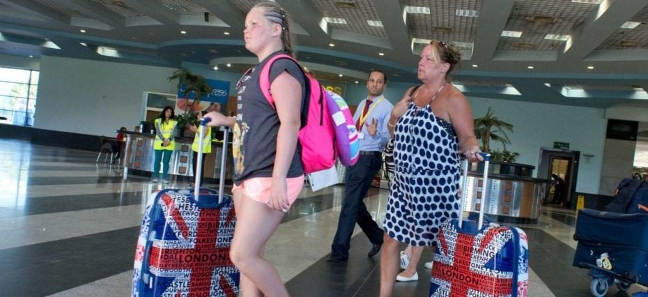 Ανακοινώνεται η άρση καραντίνας για τους Βρετανούς τουρίστες στην Ελλάδα