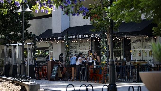 ΗΠΑ: Κλείνουν όλα τα μπαρ στο Λος Άντζελες λόγω του κοροναϊού