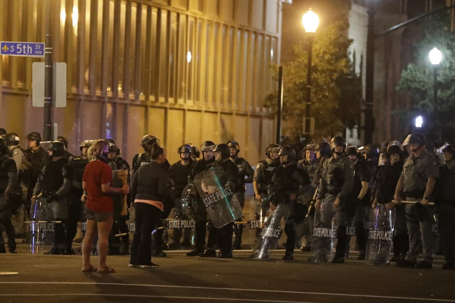 Ο Τραμπ ζητά συλλήψεις για να σταματήσουν οι διαδηλώσεις στις ΗΠΑ
