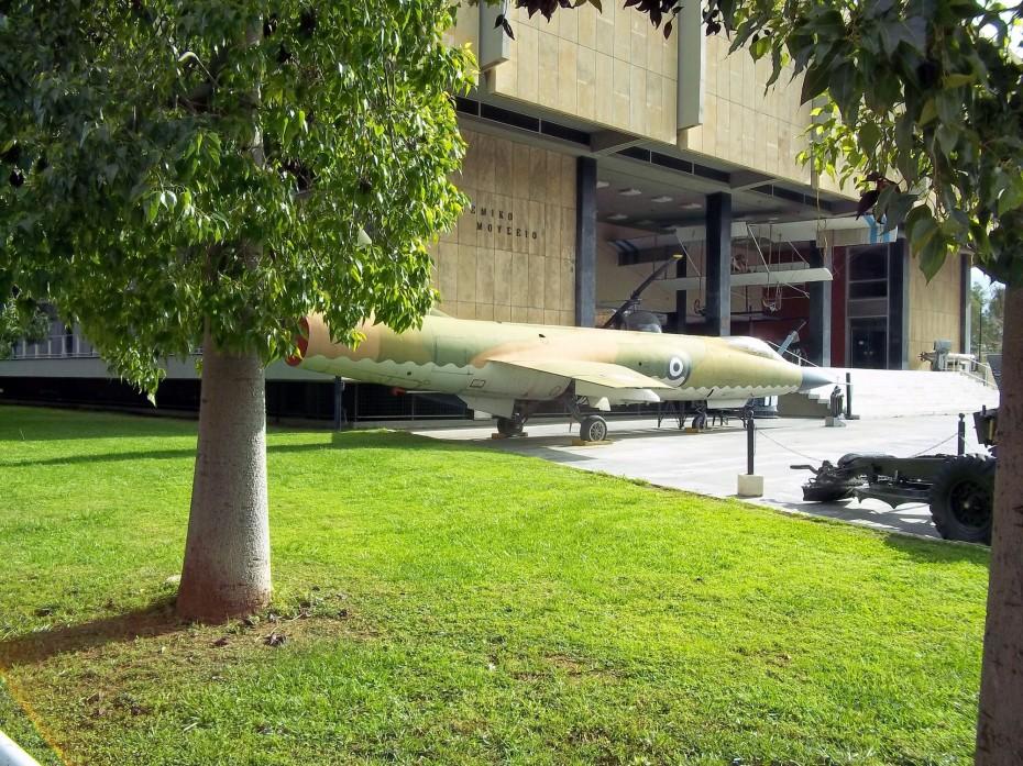 Ποιος προσπαθεί να κρύψει το πάρτι στο Πολεμικό Μουσείο;