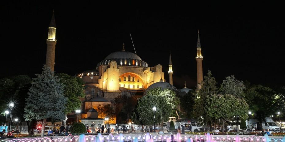 Η απάντηση της Αθήνας στις προκλήσεις Ερντογάν για την Αγία Σοφία
