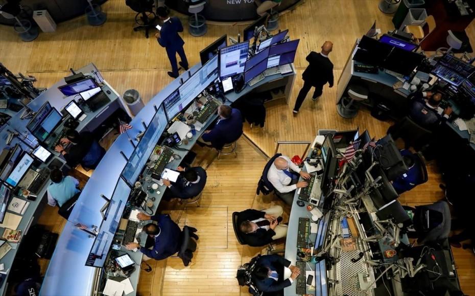 «Πλήγμα» για την επενδυτική αισιοδοξία τα απανωτά ρεκόρ μολύνσεων