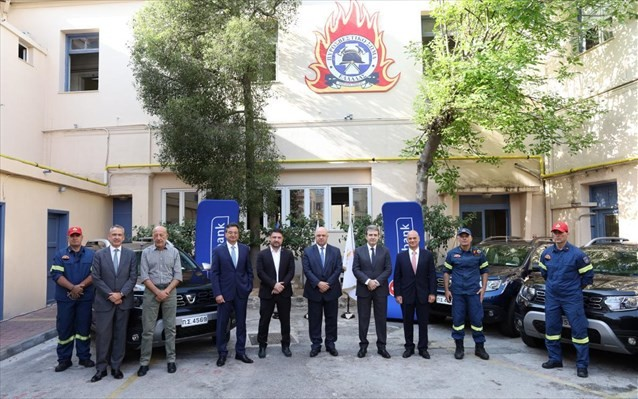 Δωρεά πυροσβεστικών οχημάτων κι εξοπλισμού από τη Eurobank