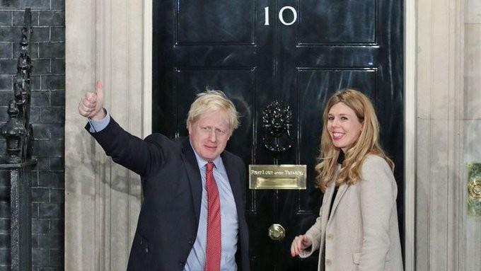 Ο Τζόνσον προτείνει εσωτερικές διακοπές στους Βρετανούς