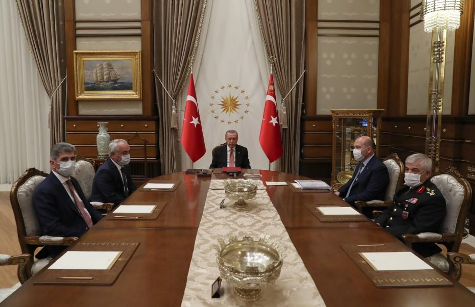 Spiegel: «Ο αλαζονικός ηγέτης Ερντογάν»