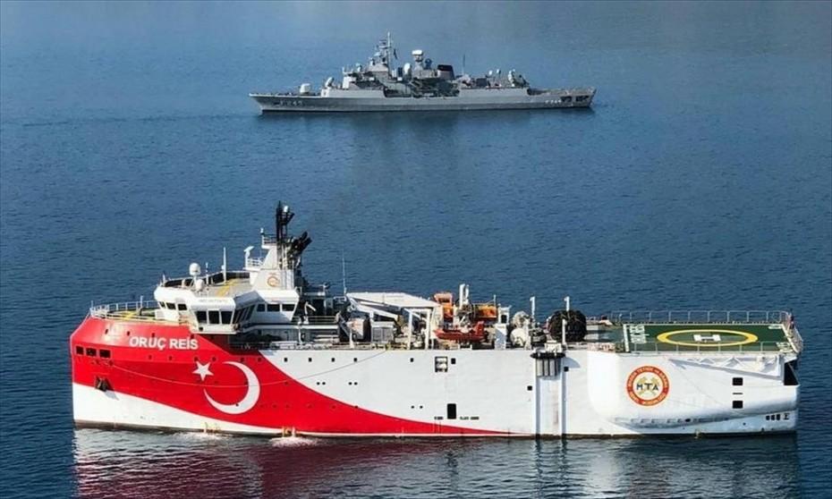 Μετά την αποχώρηση του Oruc Reis, η Τουρκία σηκώνει τους τόνους προς Ελλάδα και Κύπρο
