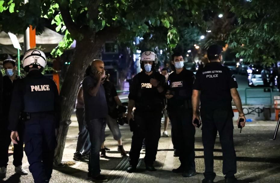 «Ντου» της Αστυνομίας στην Πλατεία Βαρνάβα λόγω συνωστισμού