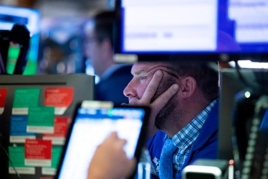 Άτακτη υποχώρηση για τη Wall Street στο ξεκίνημα της εβδομάδας