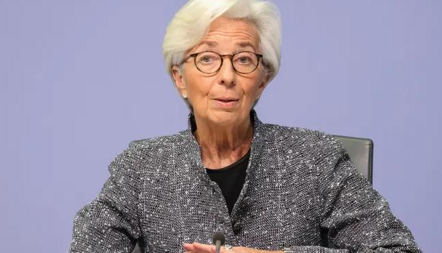 Η ΕΚΤ έτοιμη για περαιτέρω μέτρα στήριξης, τονίζει η Λαγκάρντ