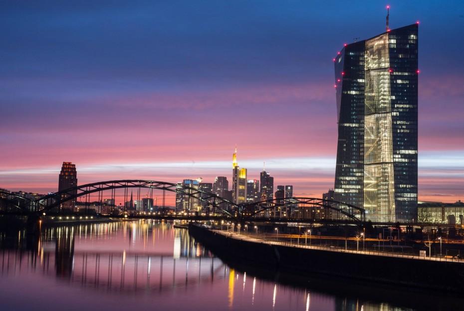 ΕΚΤ: «Βλέπει» σταθερό outlook για ανάπτυξη και πληθωρισμό