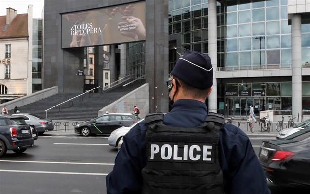 Είμαστε σε πόλεμο εναντίον της ισλαμικής τρομοκρατίας, τονίζει η Γαλλία