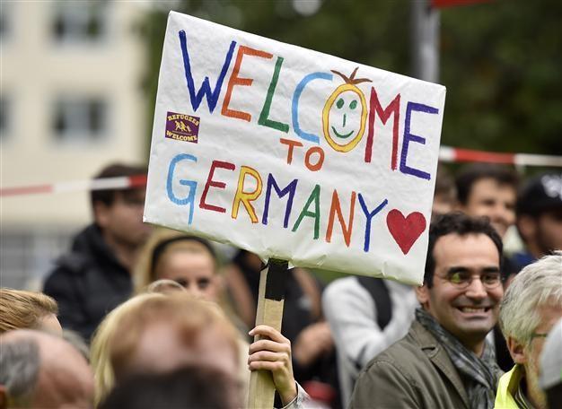 Δημοσκόπηση ARD: «Ναι» το 87% των Γερμανών σε υποδοχή μεταναστών