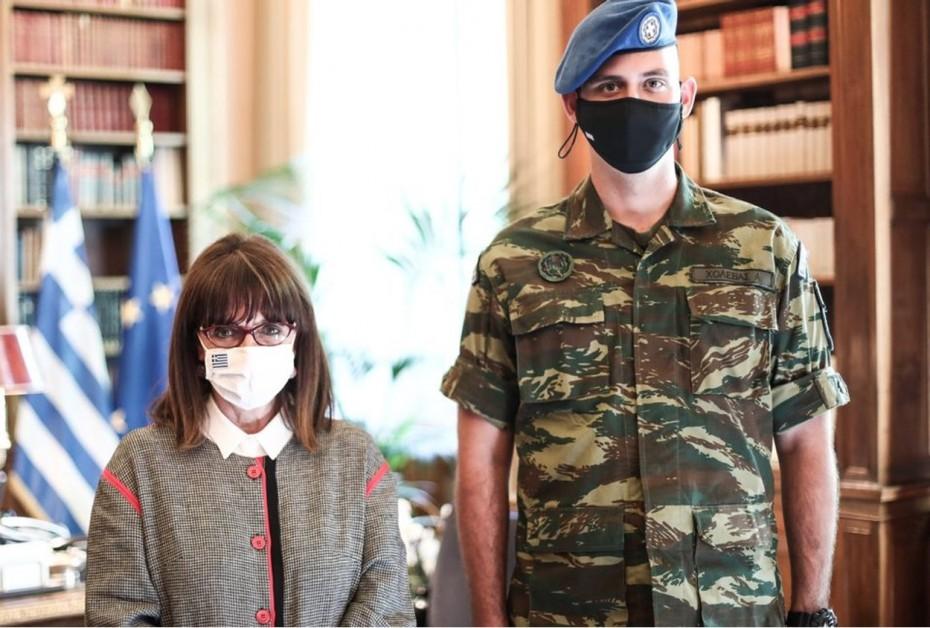 Κ. Σακελλαροπούλου: Η συγκινητική ανάρτηση για τον ομογενή Εύζωνα