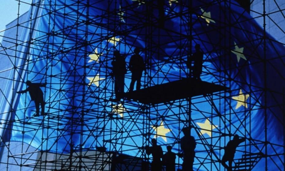 Ευρωζώνη: «Τρέχει» η μεταποίηση αλλά όχι και οι υπηρεσίες