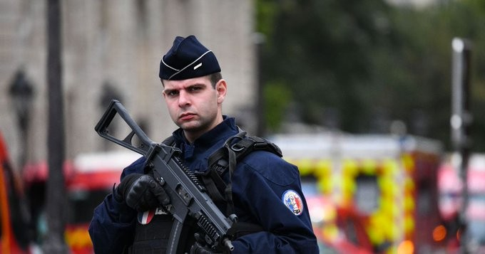 Επίθεση με νεκρό άνδρα στο Παρίσι - Έρευνες για τρομοκρατικά κίνητρα