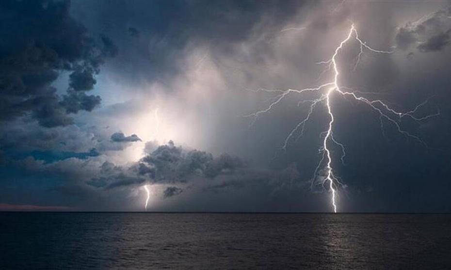 Έκτακτο δελτίο επιδείνωσης καιρού, με καταιγίδες έως την Πέμπτη