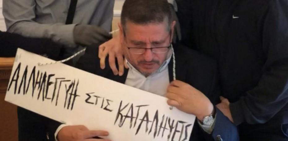 «Οι δράστες θα επικηρυχθούν» το μήνυμα Χρυσοχοϊδη για τον προπηλακισμό του πρύτανη της ΑΣΟΕ