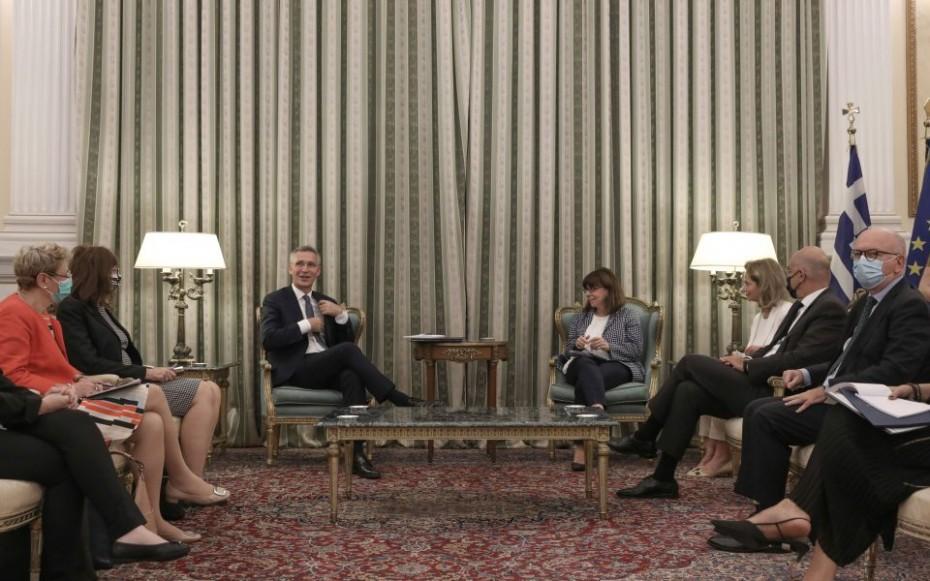 Το μήνυμα Σακελλαροπούλου στον επικεφαλής του NATO για τα ελληνοτουρκικά