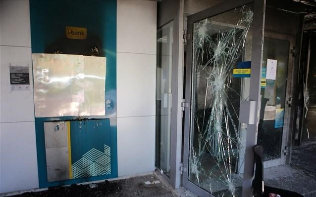 Επιθέσεις από αγνώστους σε πέντε τράπεζες της Αττικής