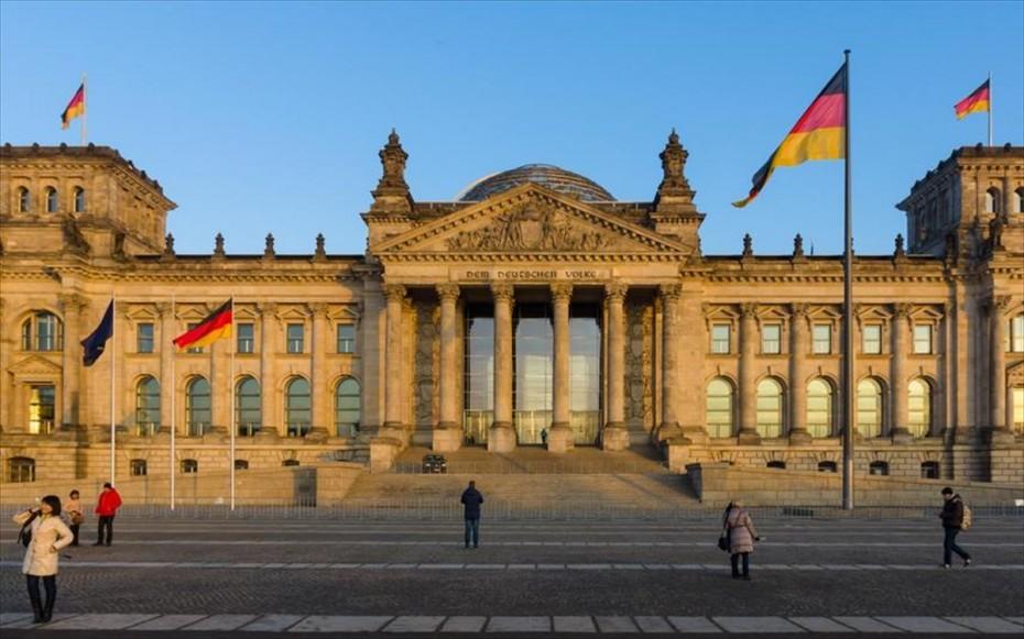 Τέσσερις στους πέντε Γερμανούς βλέπουν παράταση του lockdown
