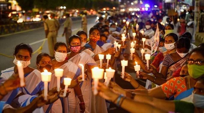 Ακάθεκτη η εξάπλωση του κορονοϊού στην Ινδία