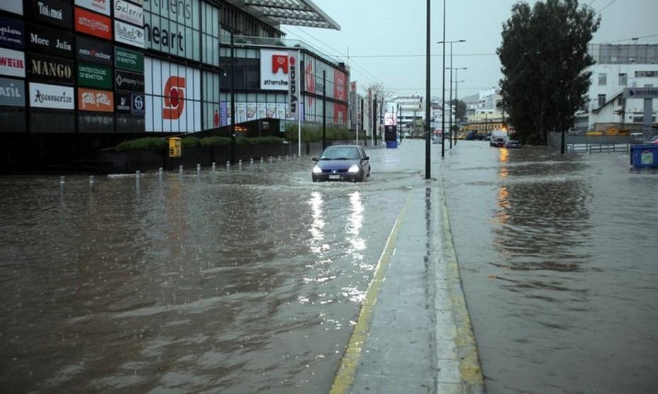 Πειραιώς: Διακοπή κυκλοφορίας λόγω ισχυρής βροχόπτωσης