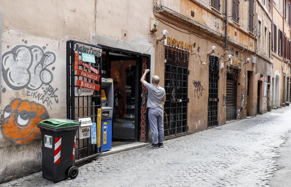 Οριακή πτώση στην ανεργία της Ευρωζώνης για τον Οκτώβριο