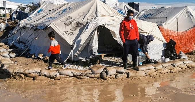 Νέες βολές των γερμανικών media για τις συνθήκες διαβίωσης των μεταναστών στο Καρά Τεπέ