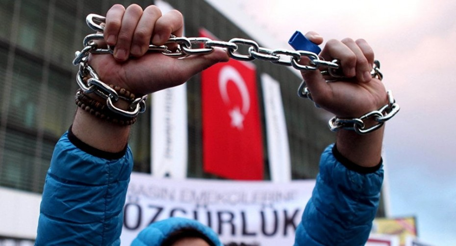 Κομισιόν: «Ανησυχητικές» οι εξελίξεις σχετικά με τα ανθρώπινα δικαιώματα στην Τουρκία