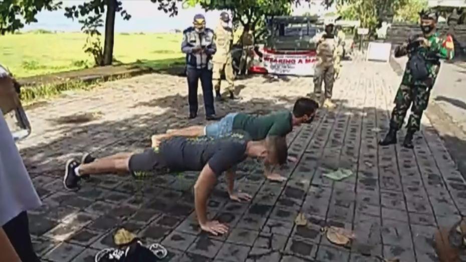Με... push-ups θα τιμωρούνται οι ξένοι που δε φορούν μάσκα στο Μπαλί