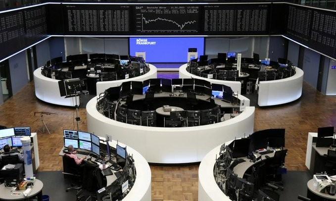 Στο «περίμενε» οι ευρωαγορές για την Τετάρτη