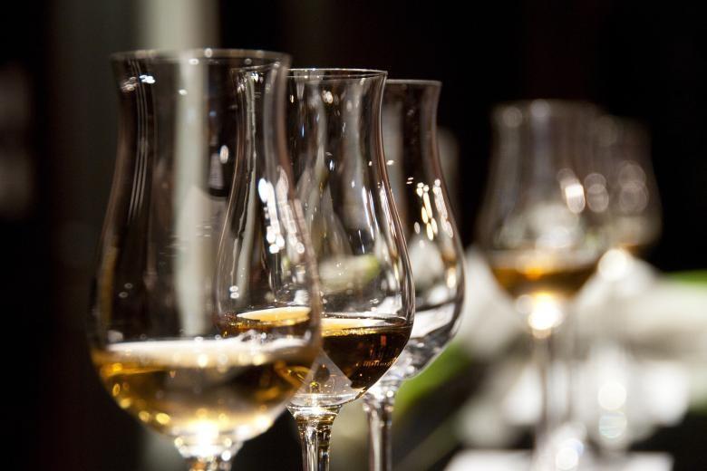 Παρατείνεται για 2 μήνες η καταβολή ΕΦΚ για τα αλκοολούχα ποτά