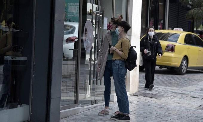 Σε ποιους κλάδους του λιανεμπορίου θα επιτρέπεται η είσοδος στα καταστήματα