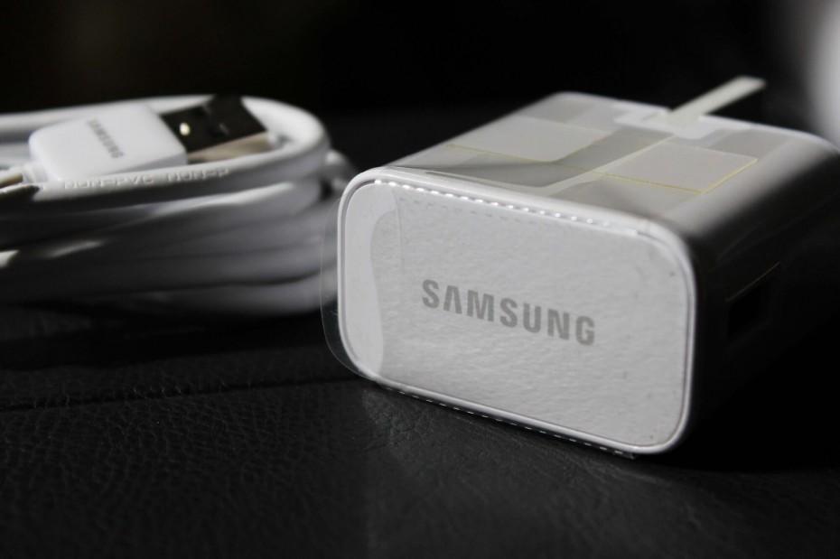 Samsung: Χωρίς φορτιστή και ακουστικά οι νέες συσκευές