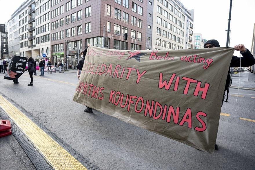 Βερολίνο: Κατάληψη στο ελληνικό προξενείο από υποστηρικτές του Δ. Κουφοντίνα