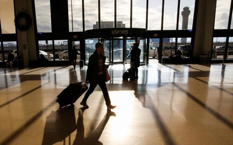 Θα παραμείνουν οι περιορισμοί των μη απαραίτητων ταξιδιών εντός της ΕΕ