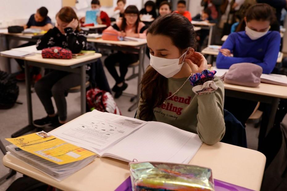 Γαλλία: «Όχι» στις υφασμάτινες μάσκες στα σχολεία - Υποχρεωτικές οι χειρουργικές